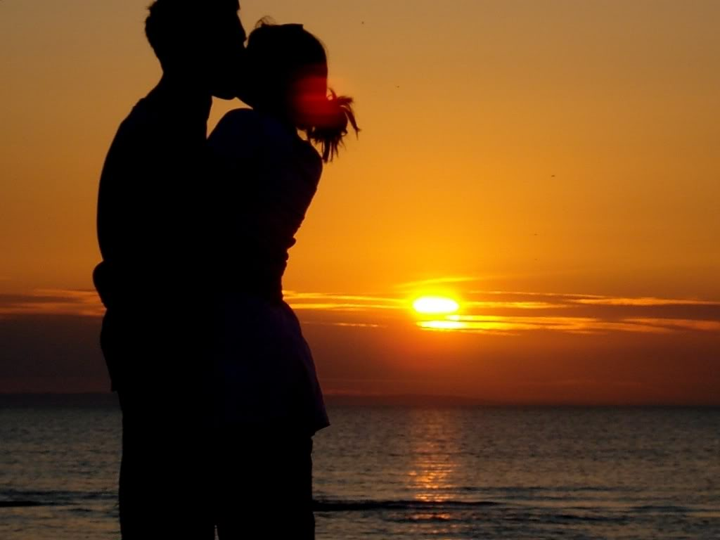 Golden-Hugs-love-31755680-1024-768