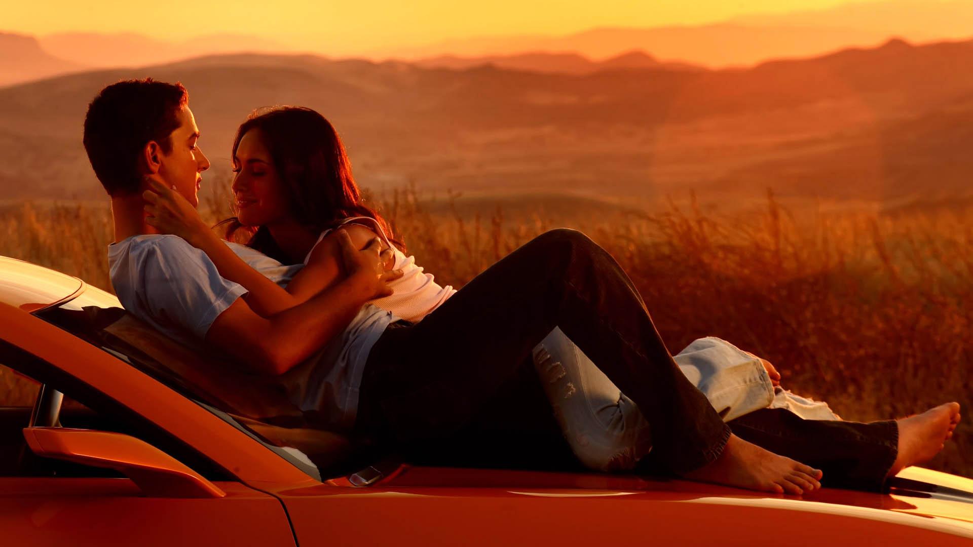couple-romance-in-car