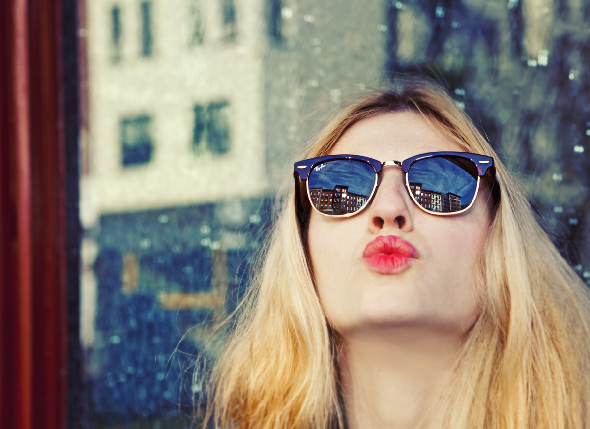 girl-kiss-life-style-lips-sunglass-Favim.com-446680