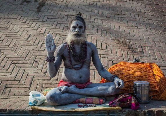 將屍體視為神的禮物 可怕的印度「食人族」:用頭骨喝水