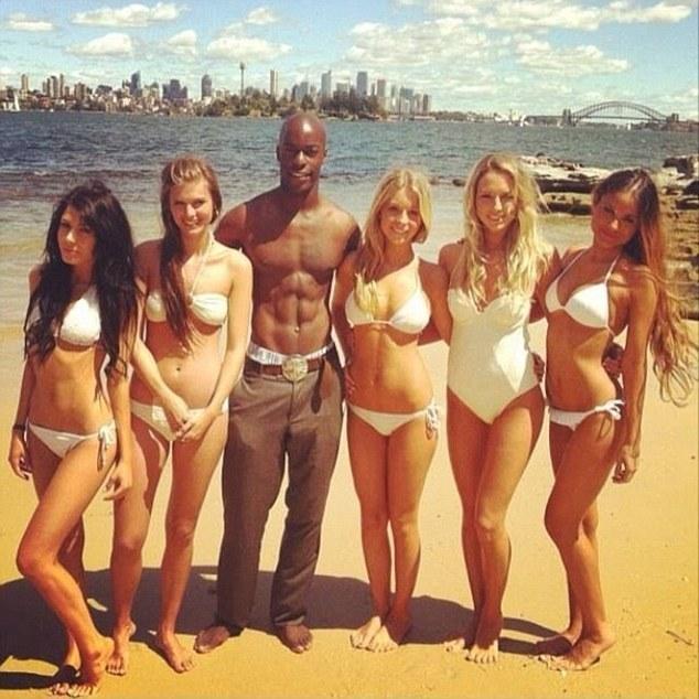 英國逃犯在澳洲當男模 拍泳裝廣告時被捕