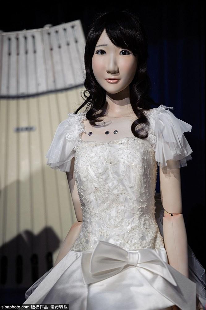 """""""婚姻""""真要被玩壞了!日本舉行首個機器人婚禮"""
