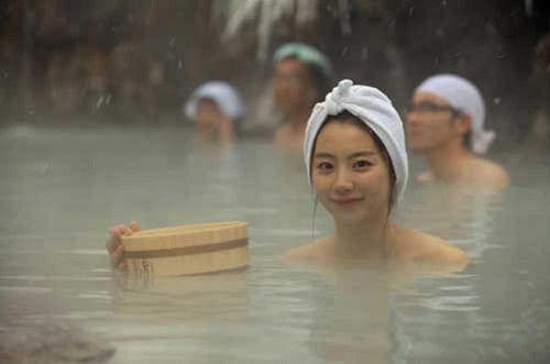 日本人洗澡為什麼喜歡男女一起,而且全家人用同一缸水反覆泡?