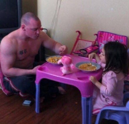 再猛的男人有了女兒之後都要變成小公主!