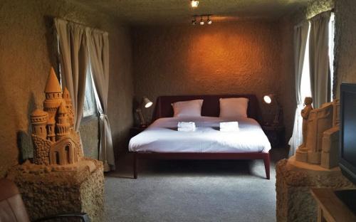 酒店多創意:地下墓穴or沙房,更喜歡哪一個?