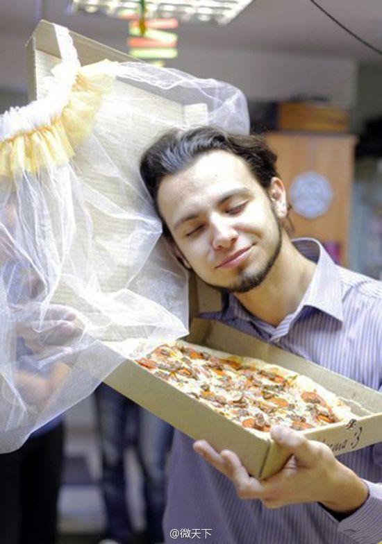 俄羅斯一男子竟迎娶披薩作為新娘!(這麼也行?)