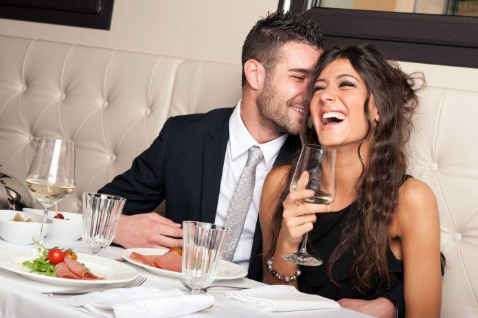 十二星座男女最常见的暧昧方式,知己和情人只差一步!