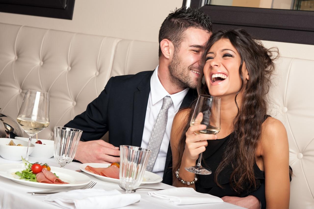 十二星座男女最常見的曖昧方式,知己和情人只差一步!
