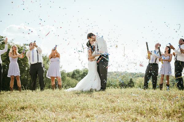 兩個已婚十年的同學,帶著妻子參加聚會…結果嚇一大跳!