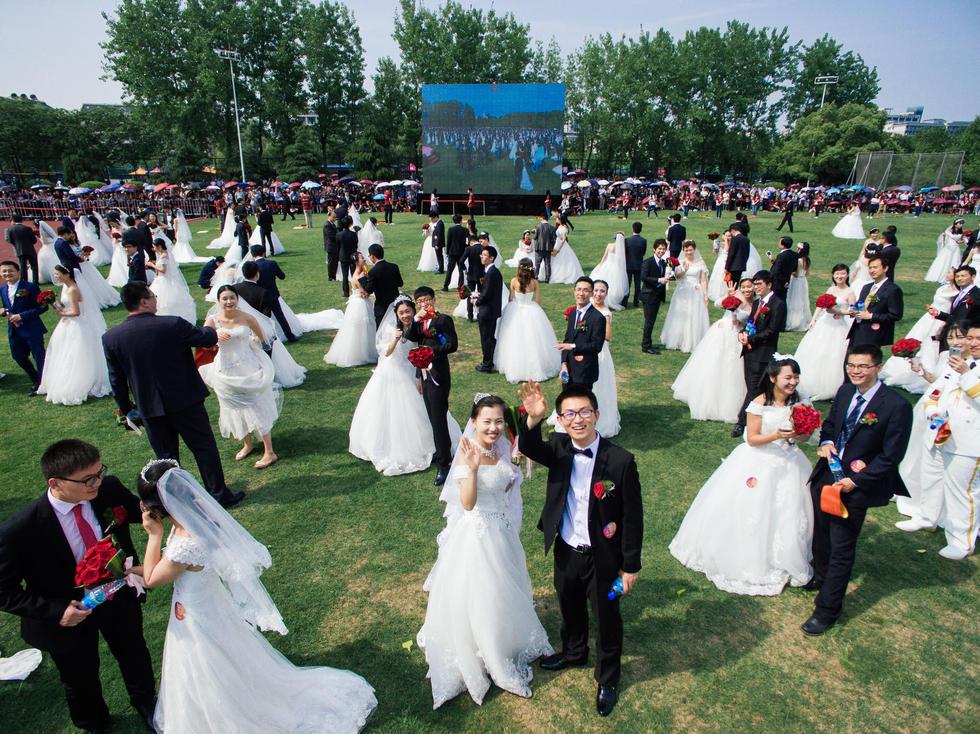 密集恐懼症者惡夢! 800多人的婚禮 這場面你見過嗎