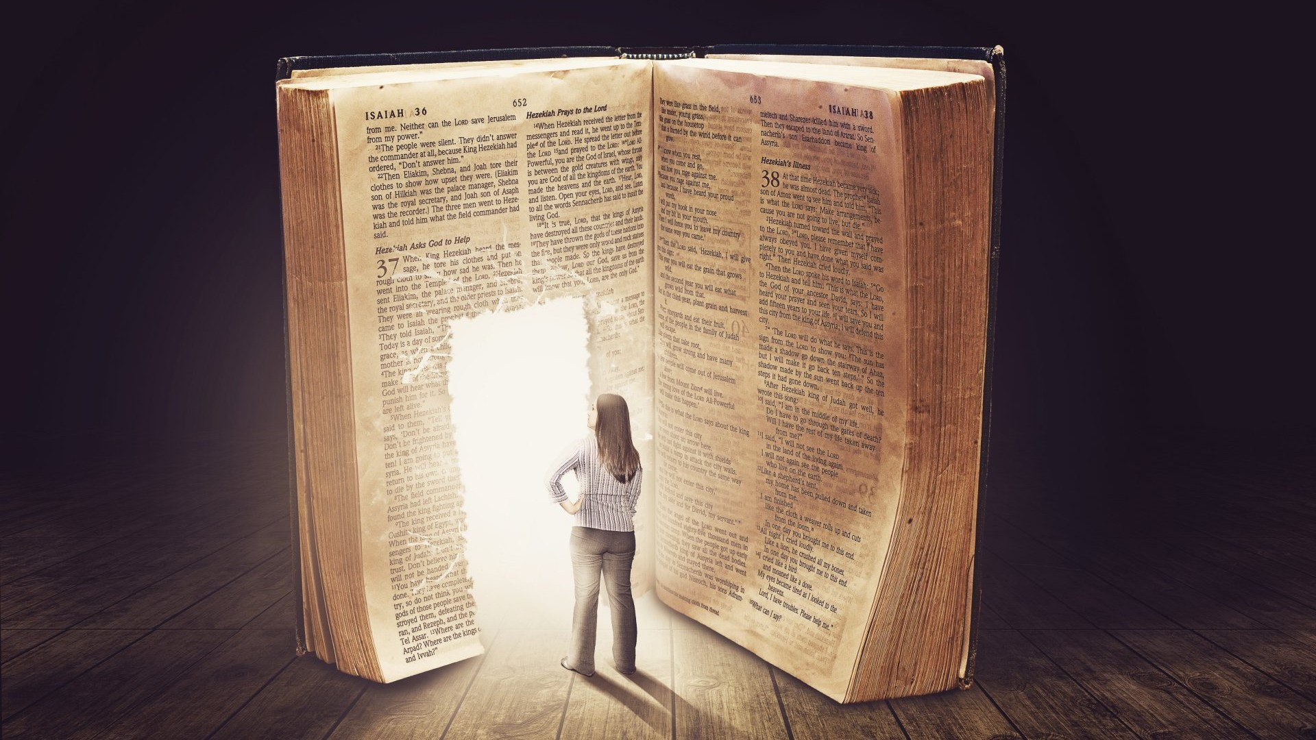 girl-watch-a-book-to-the-light
